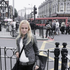 Camden Town weekend in London, casual minimal outfit, jeans, military jacket, stripes, black, white, The World's End pub stripe belt black white minimal pattern print