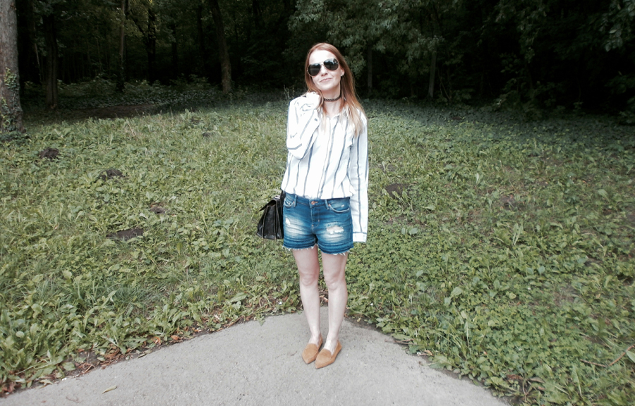 summer casual chic, striped shirt, distressed denim shorts, suede flats