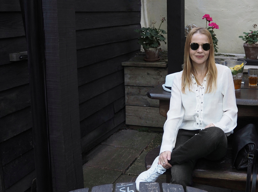 fresh cool summer outfit H&M lace-up shirt washed black jeans Ray-Ban round sunglasses Spaniards Inn London Hampstead