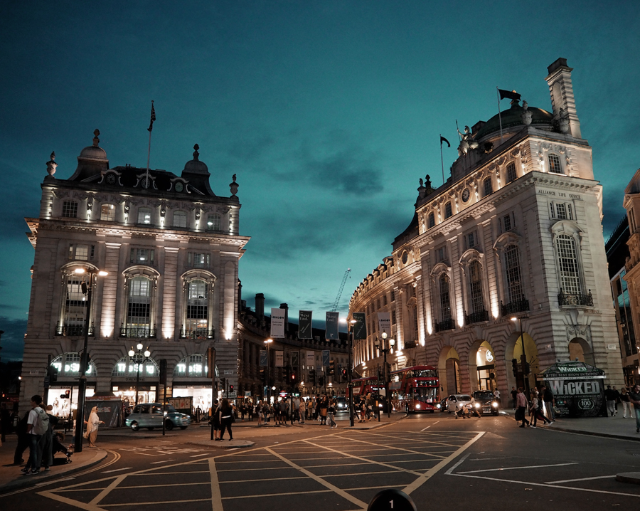 Piccadilly Circus London streetview night lights